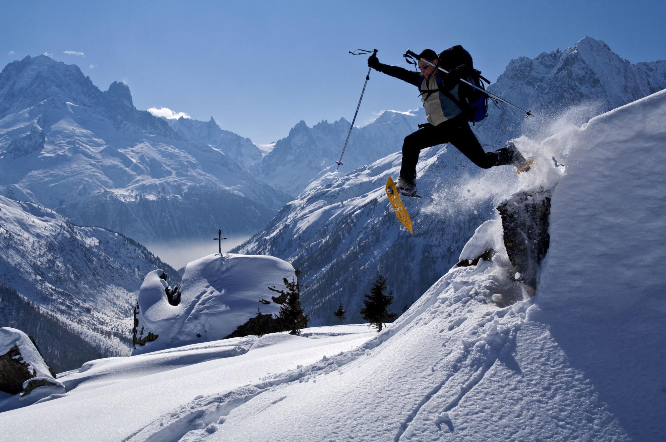 Meublé étudiant: Raquettes à neige dans le vallon de Loriaz, au dessus de Vallorcine